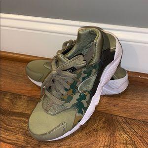 Nike Huarache 6.5Y - Military colors